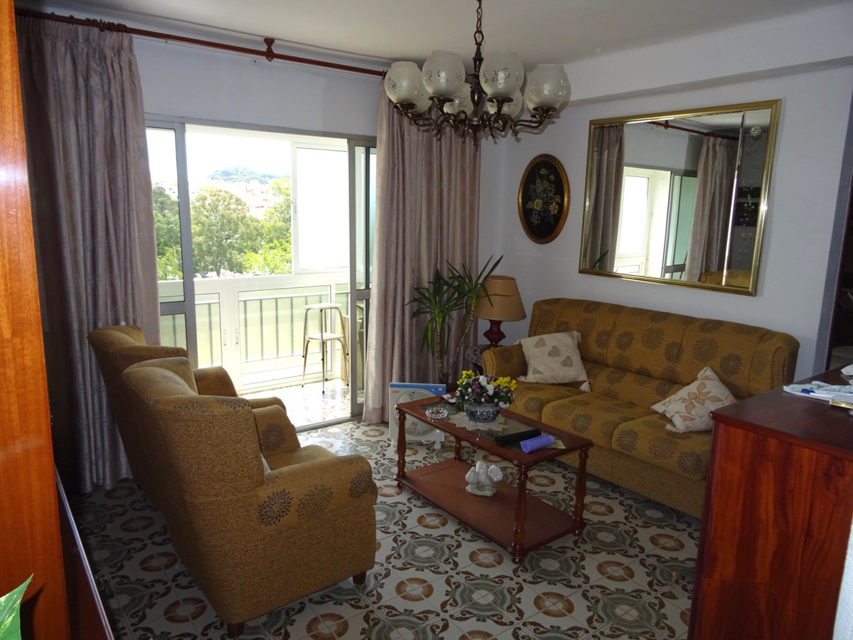 Excellent apartment very well maintained, in good condition. It consists of three bedrooms, kitchen,, Spain
