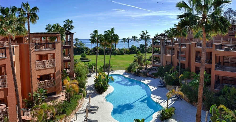 This luxury duplex penthouse is located frontline San Pedro beach, within frontline gated community ,Spain