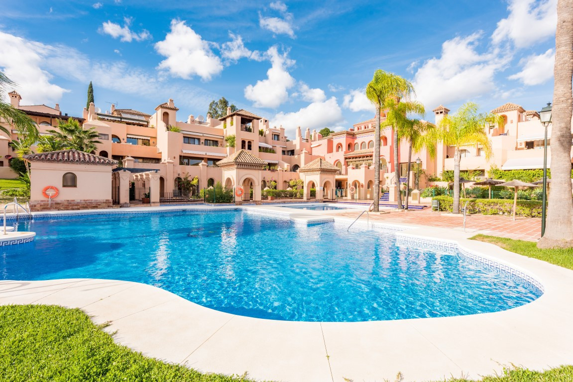 Fantastic duplex, very sunny and spacious, with fantastic terrace, in a completely closed complex wi,Spain