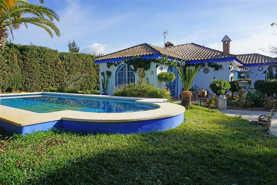 Fabulous very bright country property near Villafranco (Alhaurin el Grande). The property comprises ,Spain