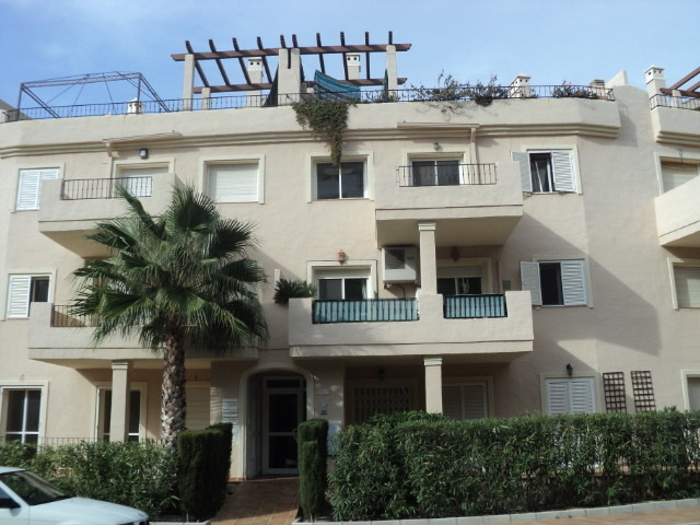A very spacious three bedroom duplex penthouse in the popular Duquesa Fairways complex.To be sold fu, Spain