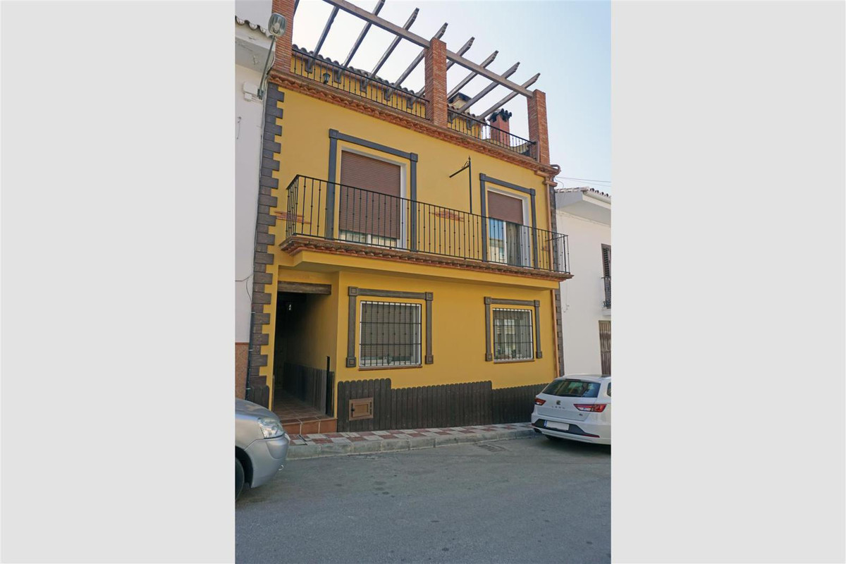 Beautiful penthouse near the centre of Alhaurin el Grande. The property has 2 bedrooms, 1 bathroom, ,Spain