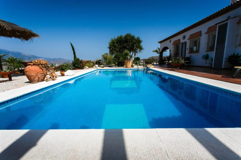Beautiful villa with stunning views over the lake Vinuela, very good access, large fully equipped ki,Spain