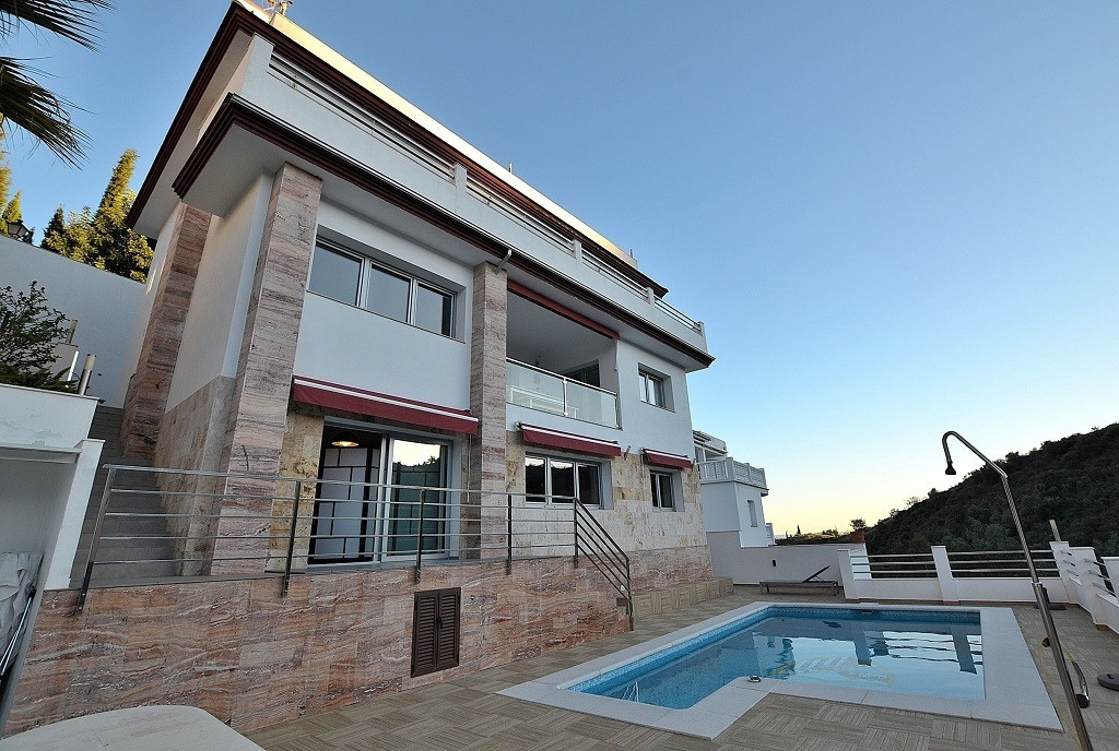 JUST REDUCED FROM 799.000 € to 749.000 €!  NICE MODERN STYLE VILLA located in Mijas, in a natural an,Spain