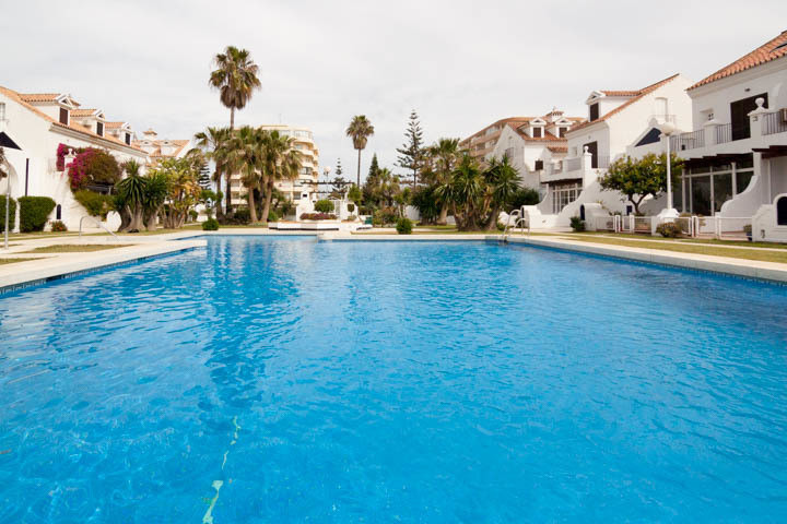 Fantastic opportunity to live just 50 m from the beach. Spacious apartment with 3 bedrooms and 2 bat, Spain