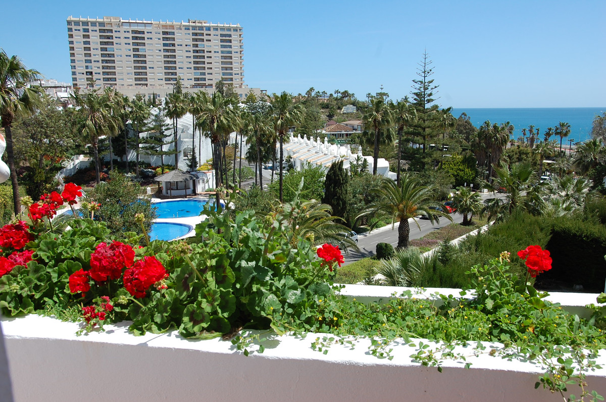 Totally refurbished townhouse in a quiet and desirable area of Torrequebrada.  As soon as you walk i,Spain