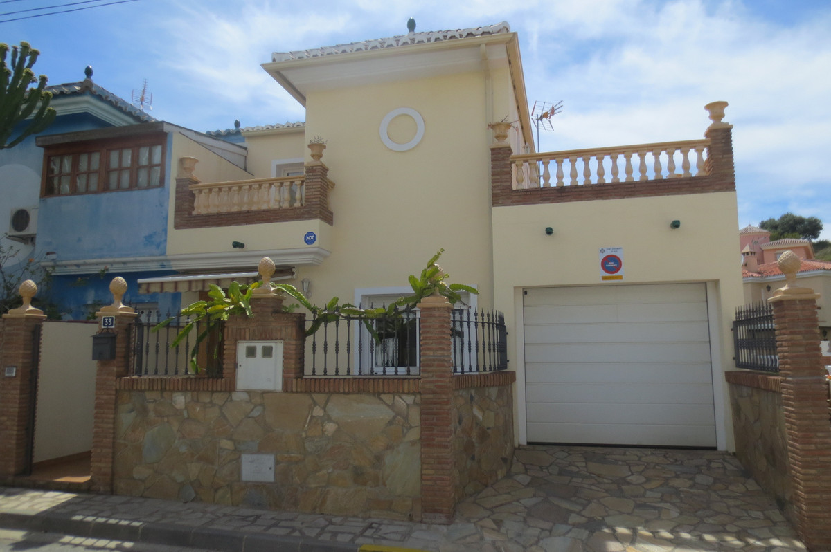 SELLED HOUSE OF 4 BEDROOMS, 3 BATHROOMS, FULLY RENOVATED, GARAGE CLOSED, TWO INDEPENDENT KITCHENS WI, Spain