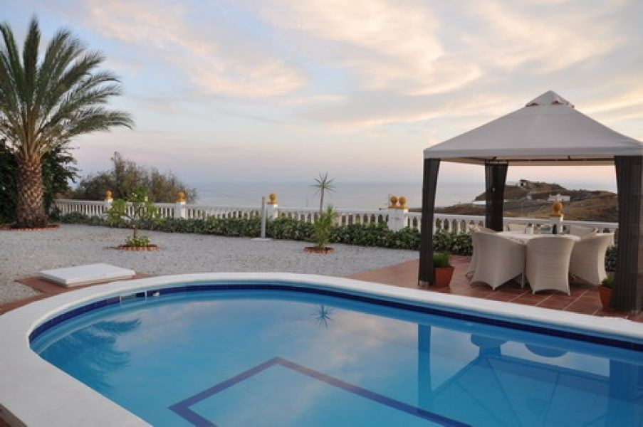 Lovely country home with fantastic mountain and sea views, sep. guest-apartment, fully furnished, A/,Spain