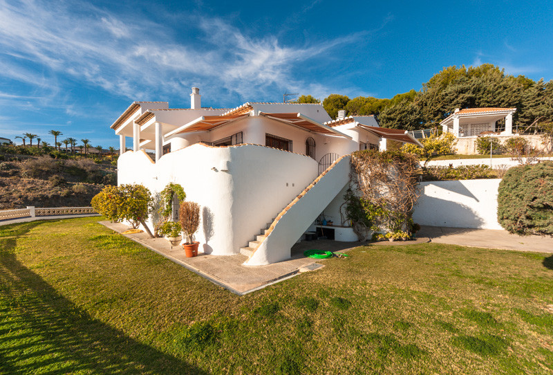 Reduced from €2,400,000 to €1,699,000, this fabulous villa is located near the village of Salobrena ,Spain