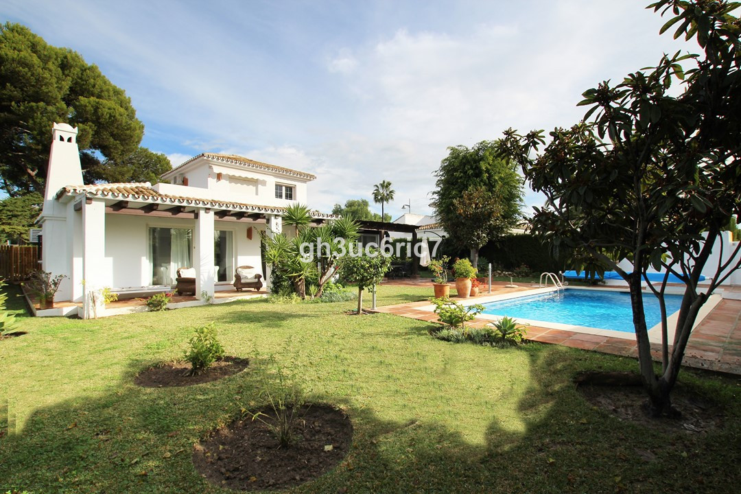 We are pleased to offer you to this fantastic family home in the middle of the established urbanisat, Spain