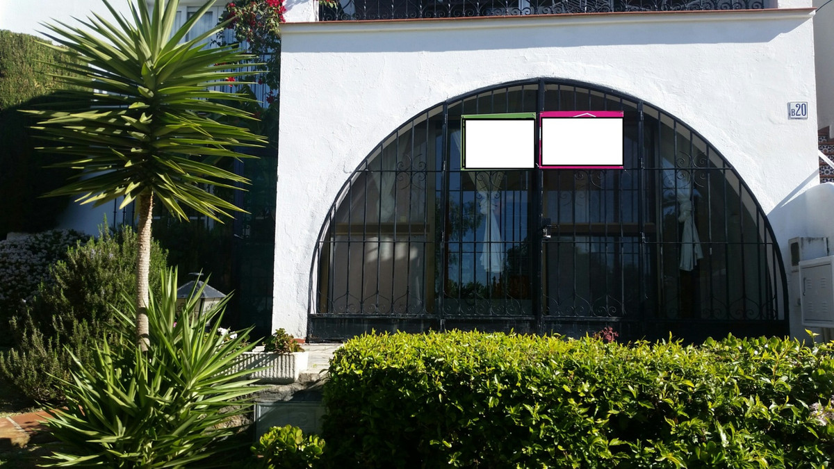 Ground floor apartment on a corner in a nice urbanization with gardens and community pool. The apart,Spain