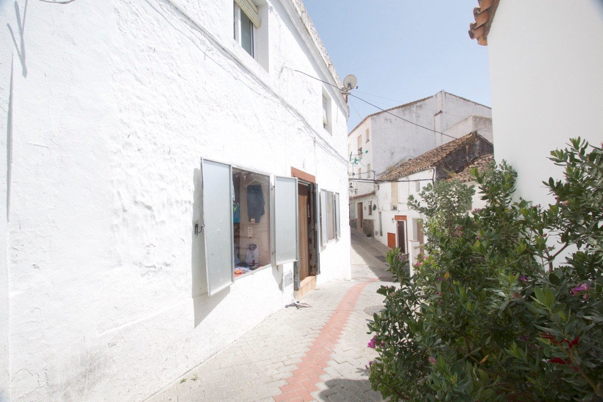 House in the village of Casares with beautiful views of the village, the sea and the mountains. The ,Spain