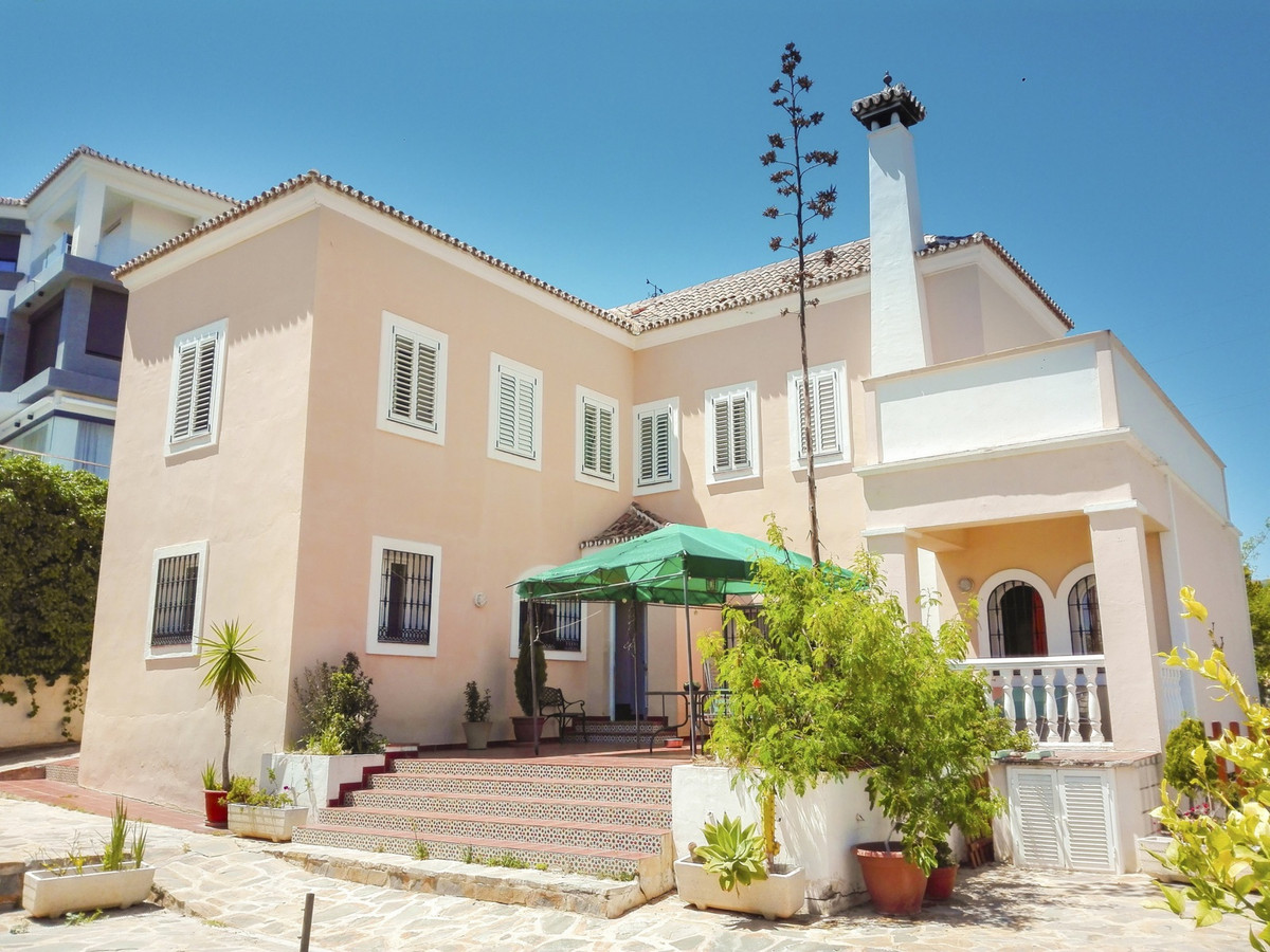 Built in 1996 with a Mediterranean style, this exclusive residence consists of three levels and has ,Spain