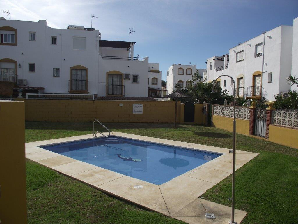 SPACIOUS AND NICELY PRESENTED 5 bed 3 bath  corner detached house in a highly convenient area in  Be, Spain