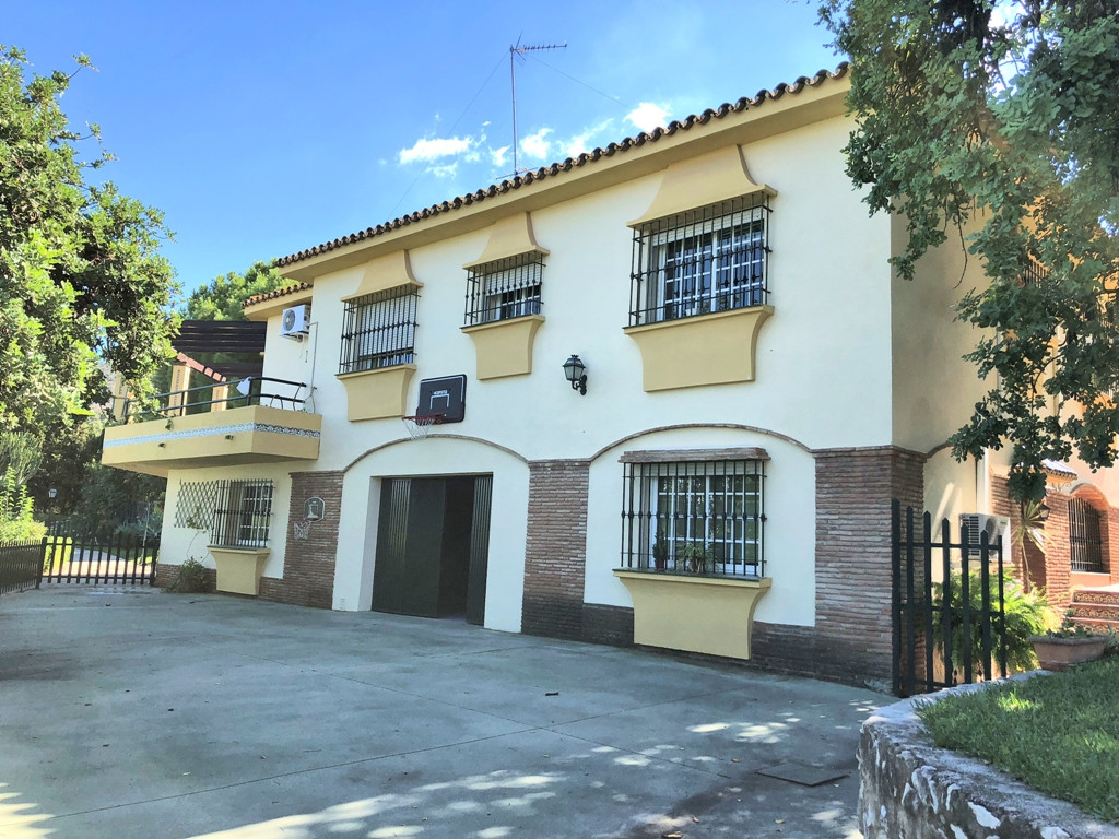 Alhaurin de La Torre is about 20 minutes by car to the airport and coastal areas. It is a very up an,Spain