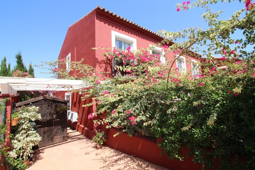 TOWNHOUSE WITH STUNNING SEA VIEWS in ALCAIDESA. Located in the middle area of Alcaidesa we find this, Spain