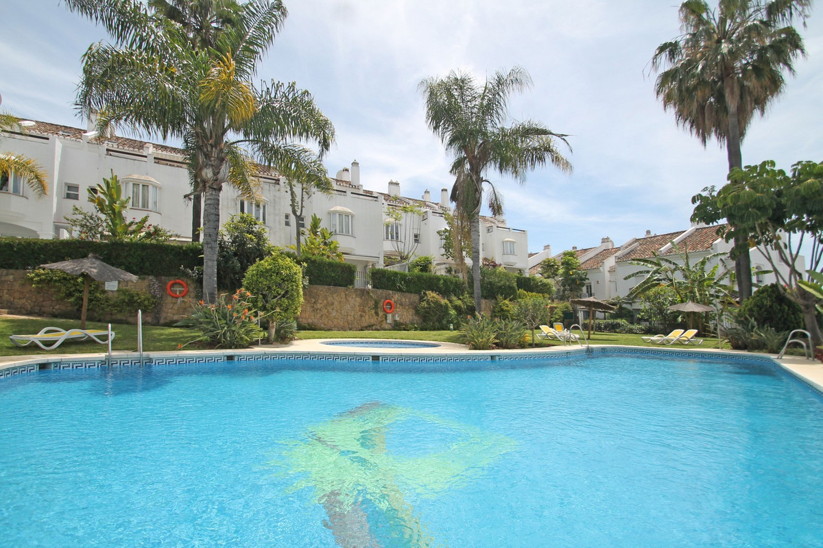 South-East facing three bedroom corner townhouse located in a gated community within walking distanc,Spain