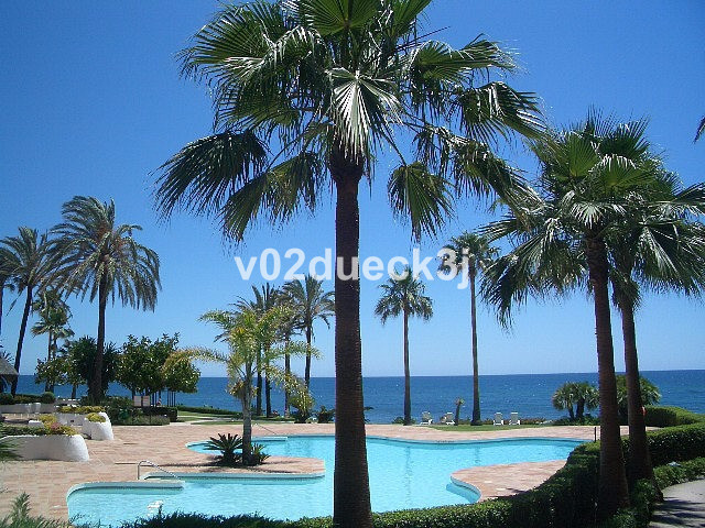 Apartment facing south in one of Estepona's finest complexes on the beach. The apartment faces s, Spain