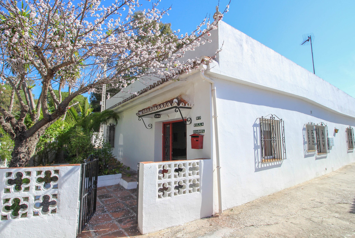 *************REDUCED €49.000 VENDOR KEEN TO SELL************************** A charming house/bungalow,Spain