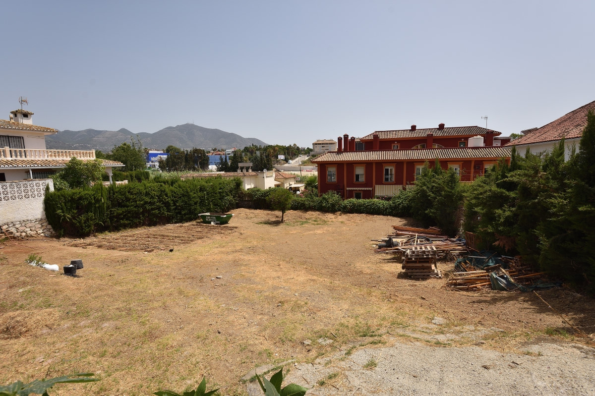 This 849 sqm plot is located in El Lagajero, Mijas Costa, close to Fuengirola town centre and yet in, Spain