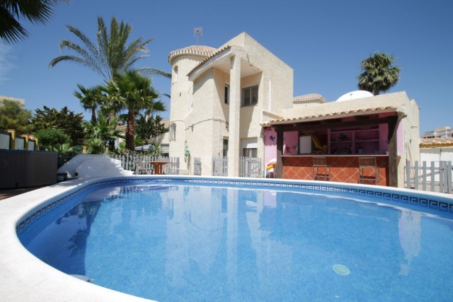 Excellent villa of 3 bedrooms and 3 bathrooms located in La Manga, just 2 minutes walk from the beac, Spain