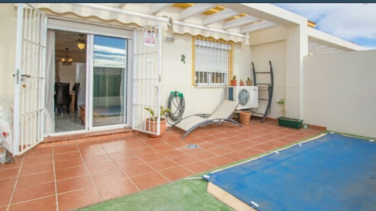 Townhouse in Benalmadena with 2 storeys, 3 bedrooms, 2 bathrooms and 101 square meters. With a close Spain