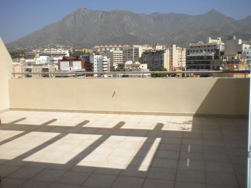 MARAVILLOSO ATICO EN EDIFICIO DE LUJO en pleno centro de Marbella. ESTUDIO de 30m2  CON AMPLIA TERRA,Spain