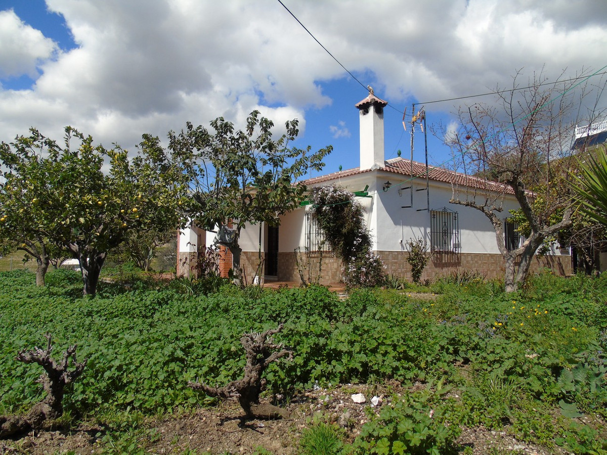 House in La Vinuela of 143m2 on a plot of 800 m2. The house is distributed in kitchen, living room w,Spain