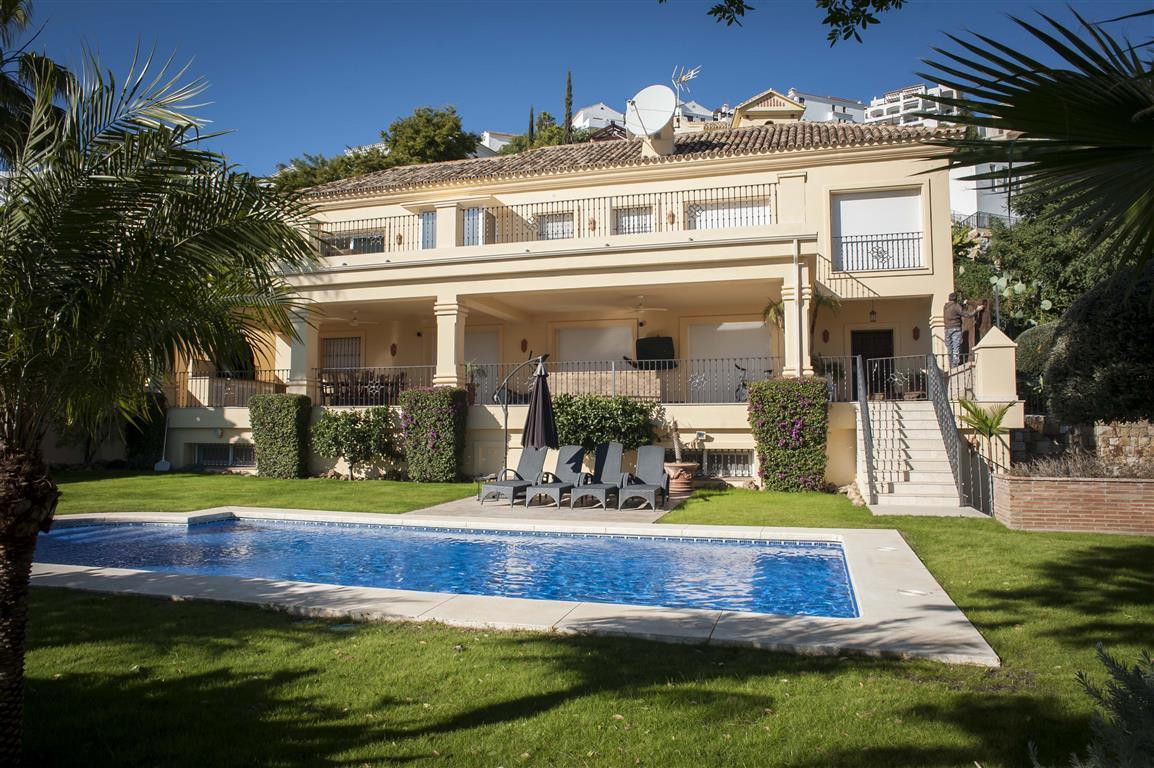 A beautiful 5 bedroom villa in the luxury development of Los Arqueros Golf that comes fully furnishe,Spain
