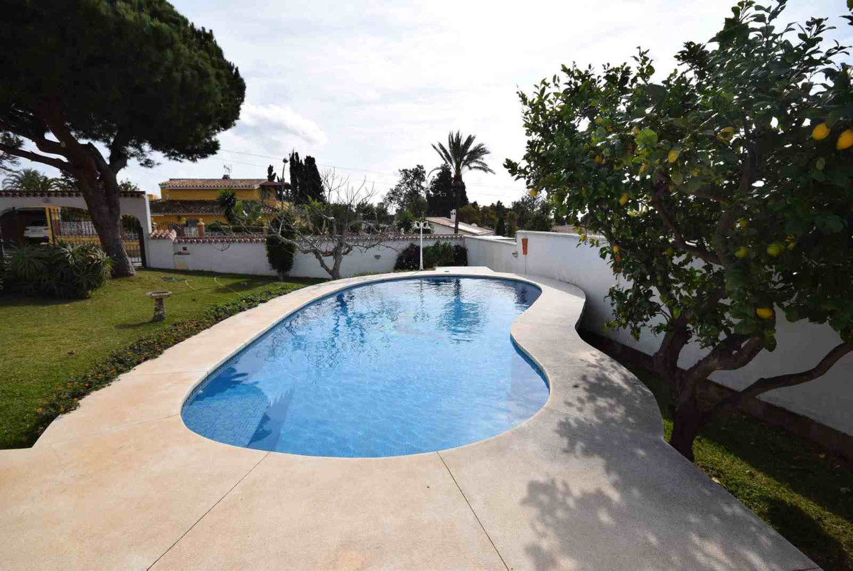 Detached Villa, El Rosario, Costa del Sol. 3 Bedrooms, 2 Bathrooms, Built 150 m², Garden/Plot 600 m², Spain