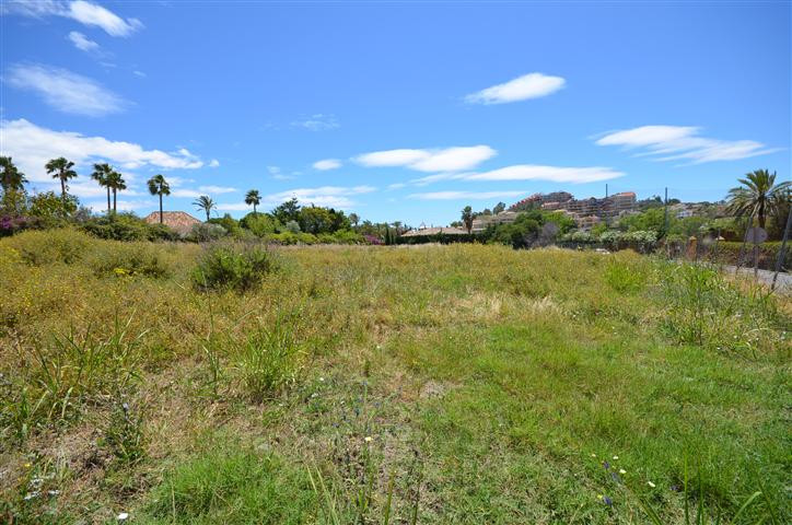 Excellent opportunity to acquire one of the last remaining golf plots in the prestigious area of Nue,Spain