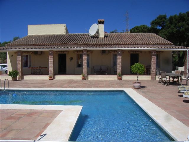 The land area is 20.000 sq meters and includes a total of 26 stables with WC - stables  include (3 l,Spain