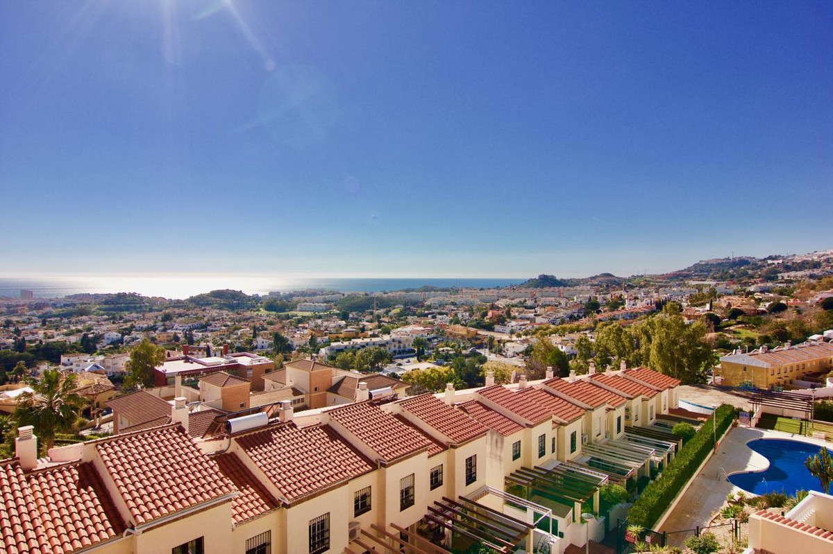 Gorgeous townhouse 3 bedrooms 2 baths 1 toilet. 3 levels, first level with kitchen, guest toilet and,Spain