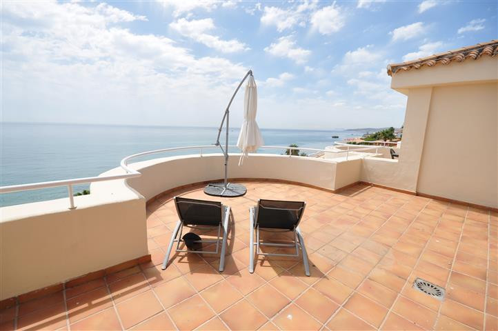 Beautifull FRONT LINE BEACH, Duplex Penthouse, with amazing sea views towards Gibraltar and the Afri, Spain