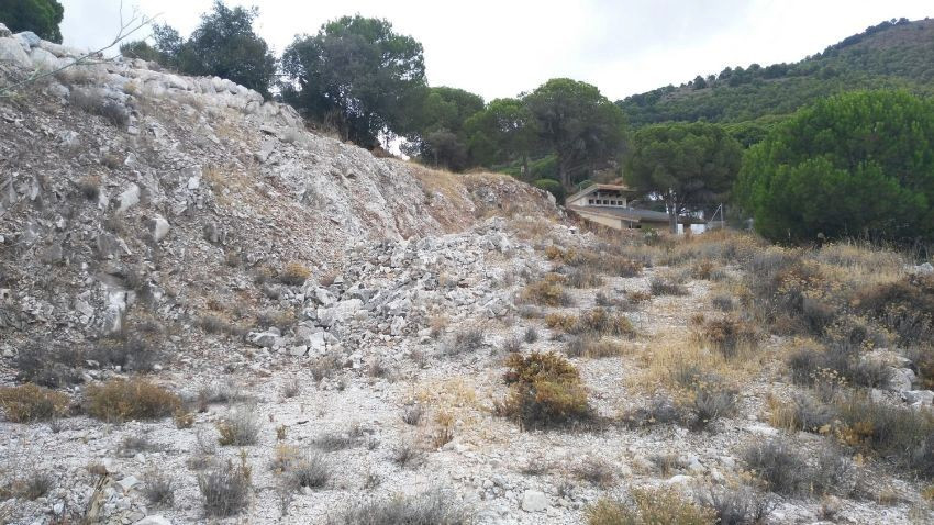 LARGE URBAN PLOT IN ALHAURIN DE LA TORRE WITH BEAUTIFUL VIEWS  This 1.500 sqm plot is located in the, Spain