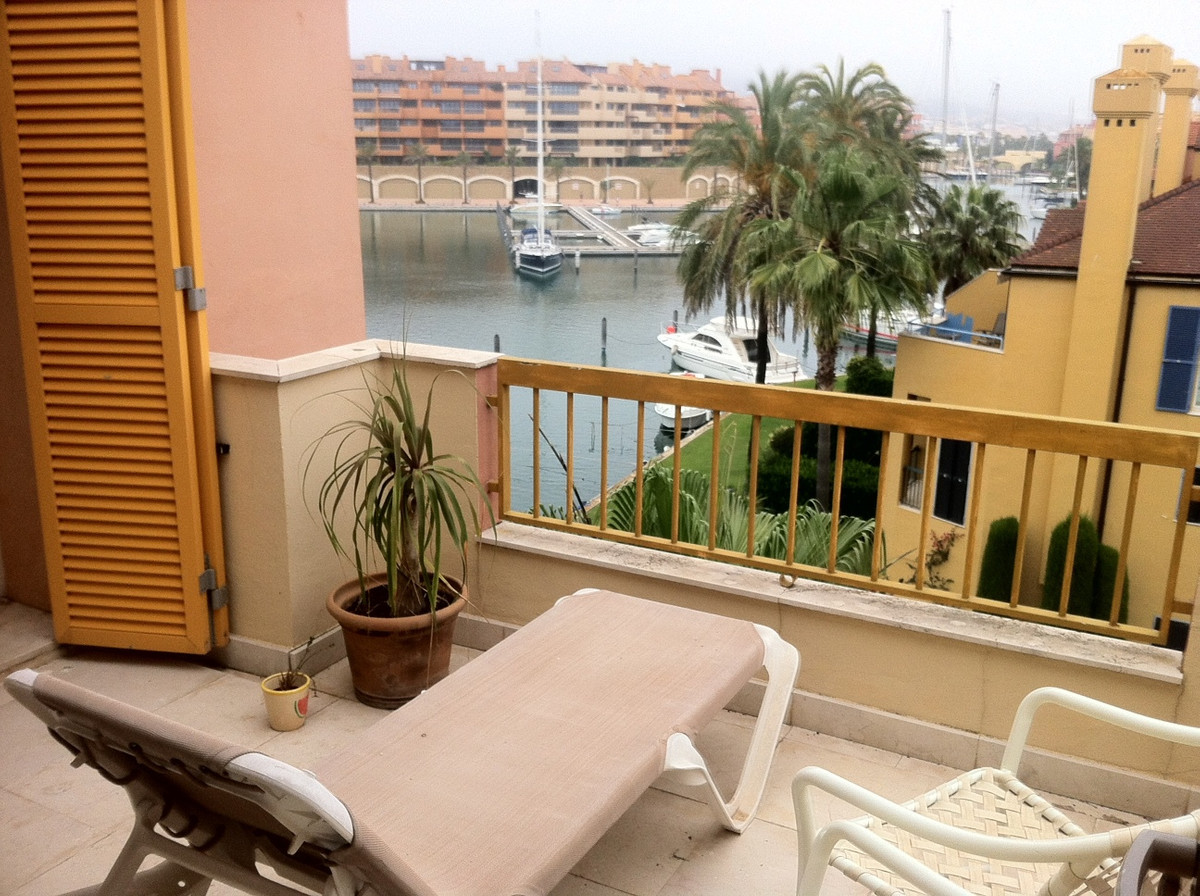 Beachside penthouse located in the sought after complex of El Pez Volador, just a short walk to the , Spain