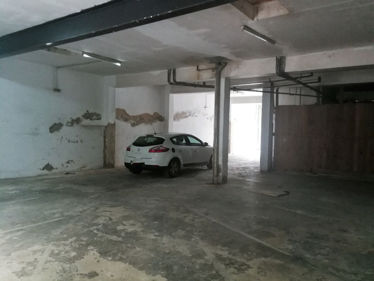 LOCAL AT A SPECIAL PRICE IDEAL FOR INVESTMENT OF 252 M2 BUILT USEFUL 232 M2, IN CALLE SAN VICENTE FE, Spain