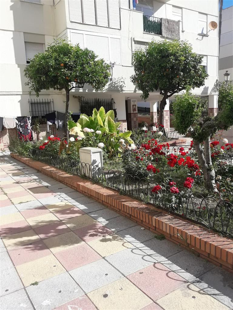 Middle Floor Apartment, Estepona, Costa del Sol. 3 Bedrooms, 1 Bathroom, Built 77 m².  Setting : Tow,Spain