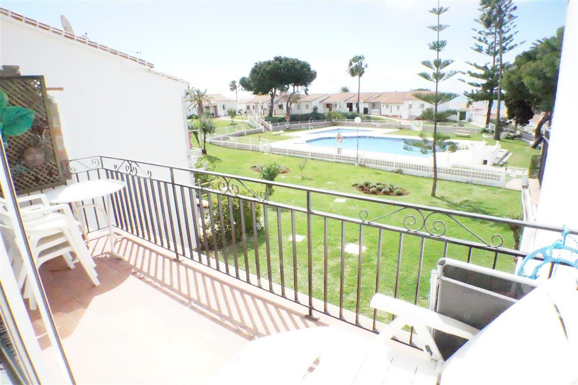 Bright and sunny modern one bedroom apartment located 5 minutes walk to the beach and an easy stroll,Spain