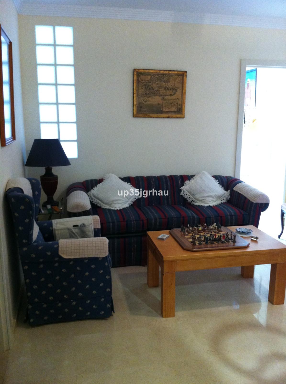 Middle Floor Apartment, Estepona, Costa del Sol. 2 Bedrooms, 1 Bathroom, Built 50 m².  Setting : Tow,Spain
