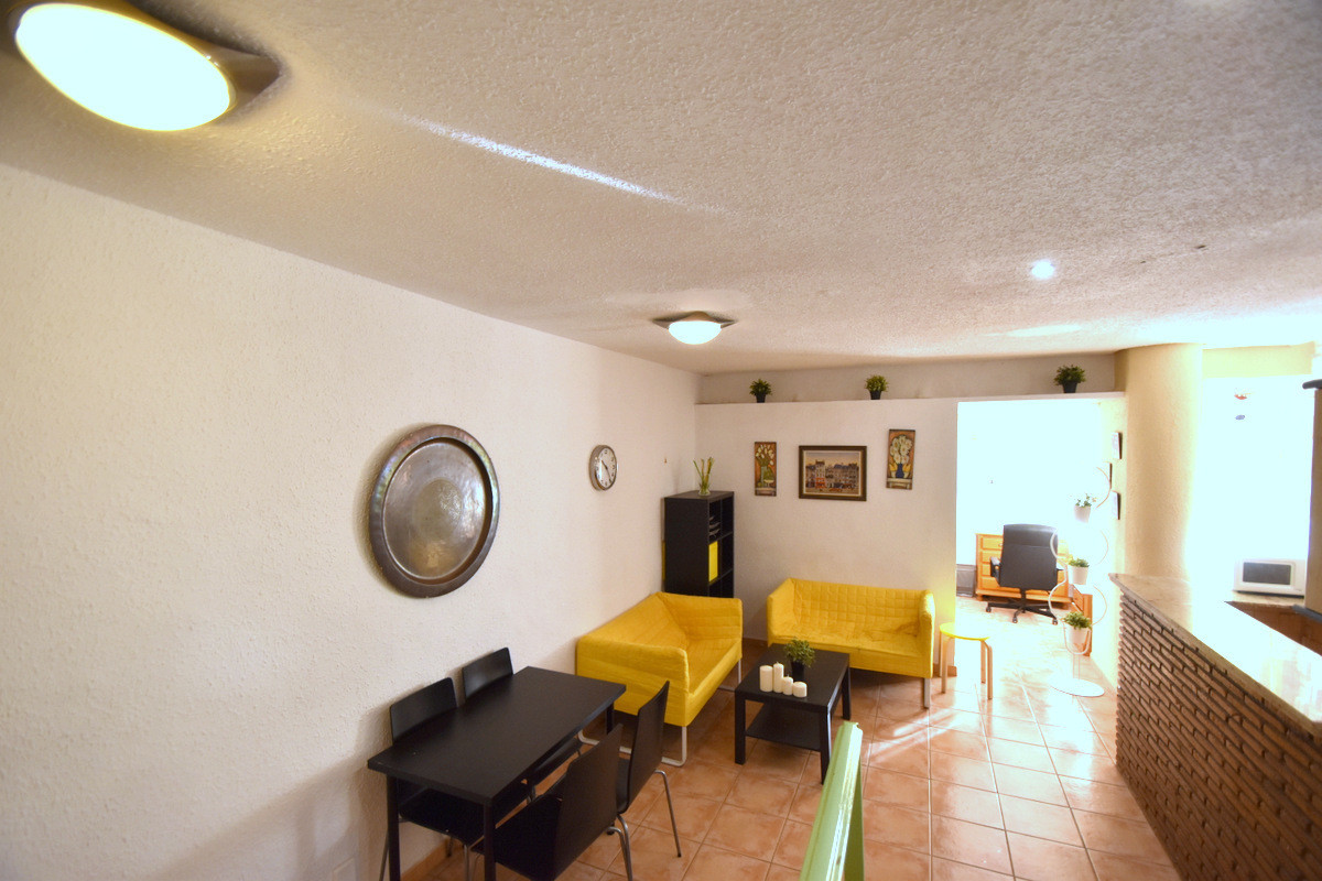 Great investment!  1 bedroom apartment located in the Gamonal area, surrounded by all kinds of servi, Spain