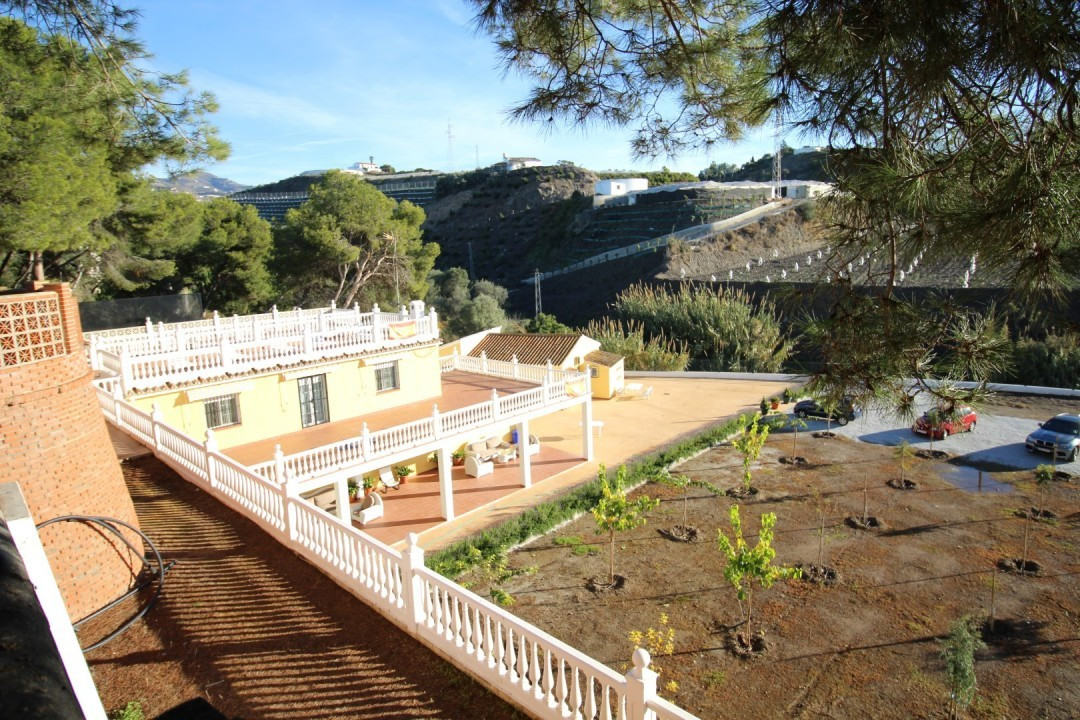Great oppurtunity in Mezquitilla. This property is oriented as accommodation or hotel business with ,Spain