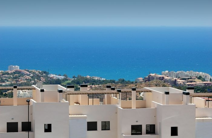 Fantastic apartment within a gated community in a quiet residential area, with magnificent sea views,Spain