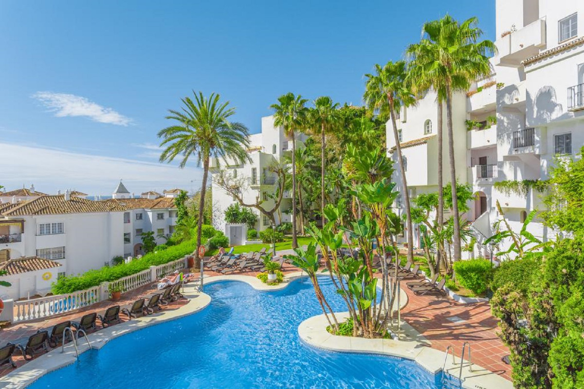 FANTASTIC PENTHOUSE WITH SPECTACULAR SEA VIEWS and GREAT SOLARIUM OF 42 M2 located in Benalmadena Co, Spain
