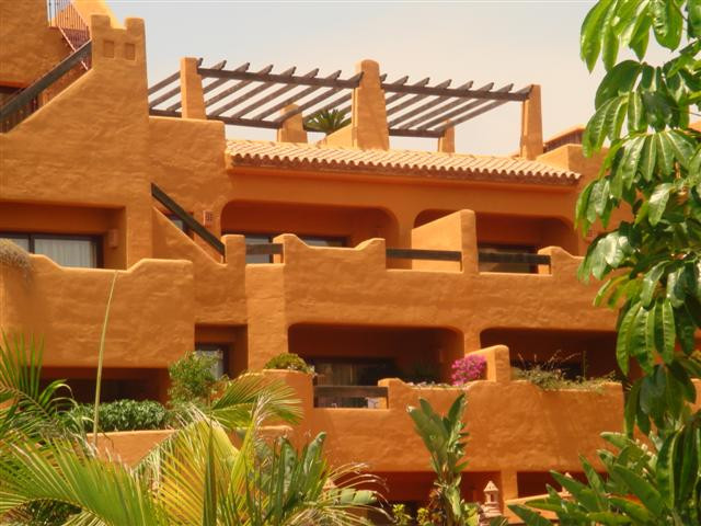 AN EXCELLENT, MIDDLE FLOOR, 2 BEDROOM, 2 BATHROOM APARTMENT IN CANCELADA. REDUCED PRICE!!  The apart,Spain