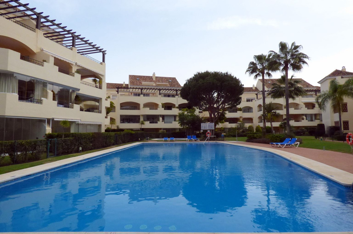 Middle Floor Apartment, Elviria, Costa del Sol. 2 Bedrooms, 2.5 Bathrooms, Built 117 m², Terrace 45 , Spain