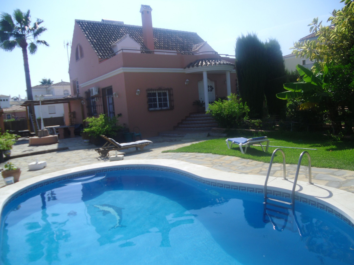 Magnificent villa of 565 m² on plot of 890 m², 2 floors, 8 bedrooms with fitted wardrobes, 4 bathroo, Spain