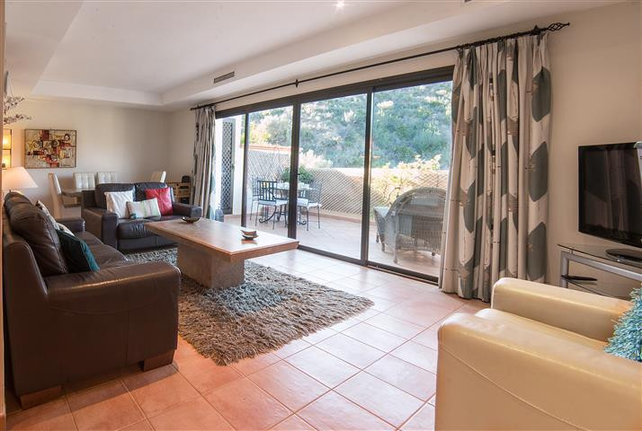The best priced 2 bed penthouse in this lovely Rio Real development. West facing single level with s, Spain