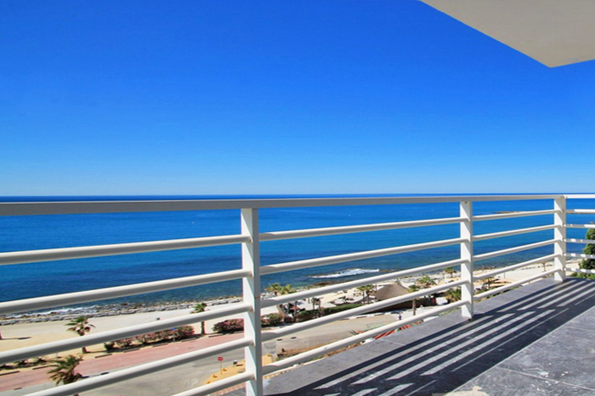 RENOVATED APARTMENT WITH IMPRESSIVE SEA VIEWS !!!  3rd FLOOR NO LIFT.  Fantastic apartment, recently, Spain