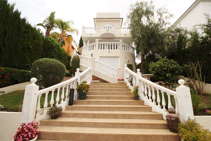 A large reformed west facing villa with 3 bedrooms in the main house and 2 further bedrooms in the i,Spain